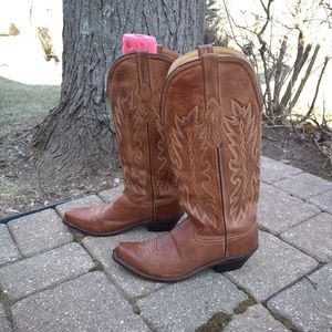 Tan leather cowboy boots 8